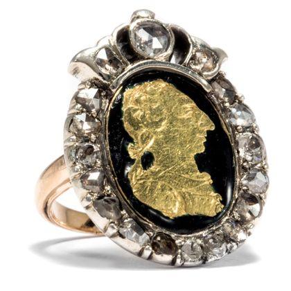 Der König ist tot, es lebe der König! - Karl III. von Spanien als Münzbild in einem antiken Diamantring, um 1780. Photo © 2018 Hofer Antikschmuck Berlin
