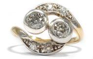 Eins und Eins, das macht Zwei - Toi-et-Moi Ring aus Gold, Silber & Diamanten, um 1905. Photo © 2019 Hofer Antikschmuck Berlin