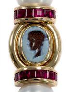 Antike Götter aus der Schweiz - Prachtvolles Armband von Benoît de Gorski mit erstklassigen antiken Gemmen, Rubinen und Perlen, um 1990. Photo © 2019 Hofer Antikschmuck Berlin