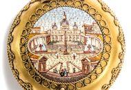 Es werde Licht! - Dose aus vergoldetem Tombak mit Mikromosaik des Petersplatzes, Rom um 1870. Photo © 2018 Hofer Antikschmuck Berlin