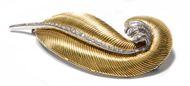 """Kostbare Feder - Elegante Goldbrosche im """"Retro-Stil"""" mit Diamanten, 1940er Jahre. Photo © 2018 Hofer Antikschmuck Berlin"""