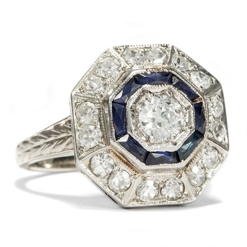 Halo-Ring in Blau und Weiß - Eleganter Saphir & Altschliff-Diamant Ring in Weißgold, um 1920. Photo © 2017 Hofer Antikschmuck Berlin
