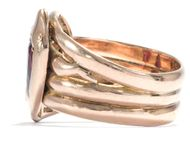 Niemand kann uns trennen! - Großer Schlangenring aus Gold mit Granaten, datiert 1916. Photo © 2018 Hofer Antikschmuck Berlin