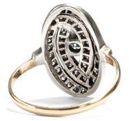 Im Sog der Moderne - Ausdrucksstarker Ring des Art Déco aus Gold, Silber & Diamanten, um 1920. Photo © 2018 Hofer Antikschmuck Berlin