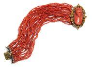 Die rote Flora - Armband mit italienischer Korallengemme gefasst in Gold, um 1845. Photo © 2018 Hofer Antikschmuck Berlin