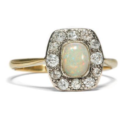 colours of the world - Antiker Opal & Diamant Ring aus England, 1920er Jahre. Photo © 2018 Hofer Antikschmuck Berlin