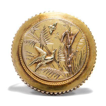 Viktorianischer Japonismus - Antike Medaillon-Brosche aus Gold, um 1875. Photo © 2019 Hofer Antikschmuck Berlin