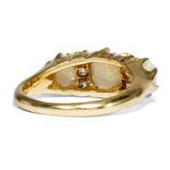 Farbenfreude - Antiker Opal- & Diamant-Ring in Gold, Großbritannien um 1900. Photo © 2018 Hofer Antikschmuck Berlin