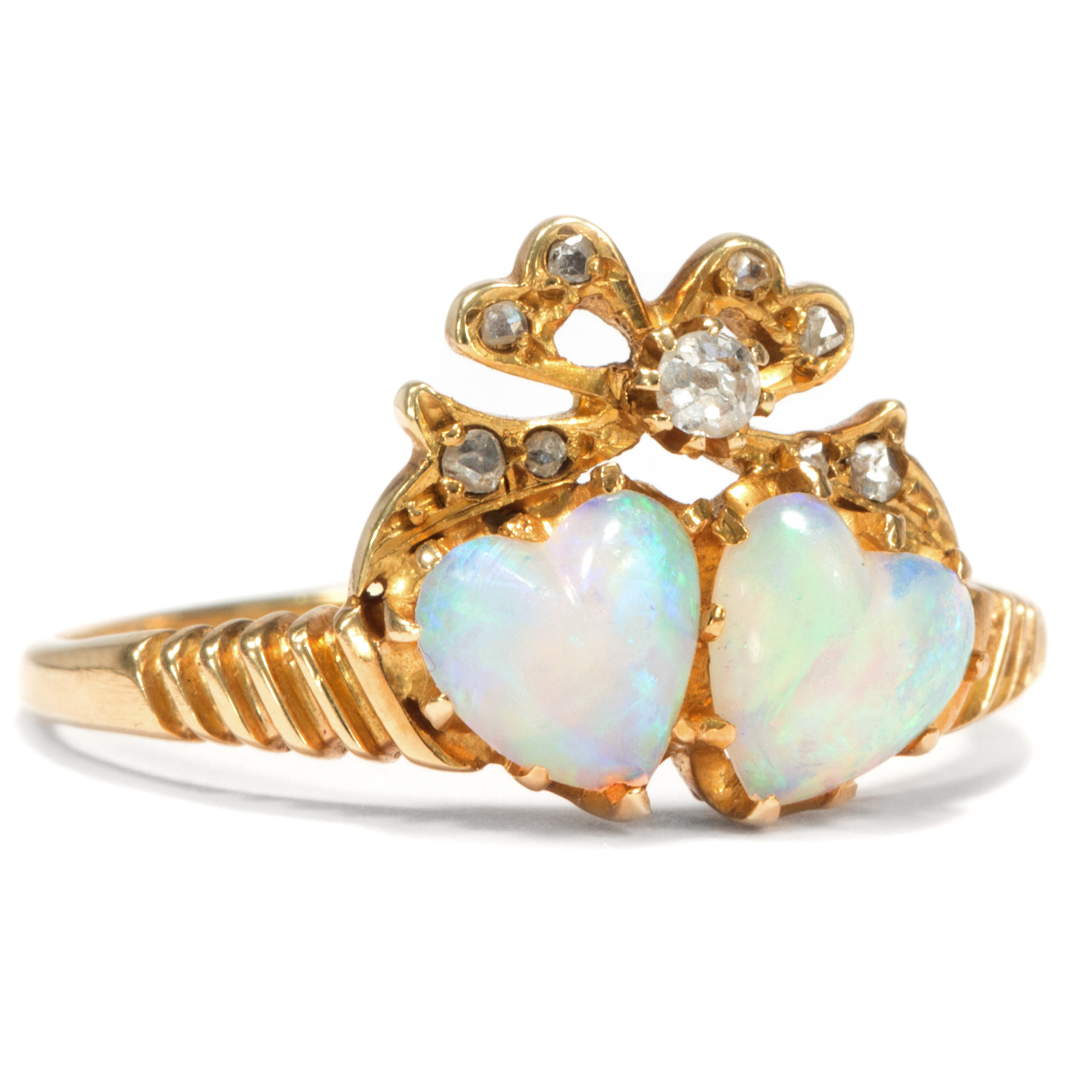 Diamantring herz  Herz an Herz. Opal und Diamantrosen Ring der Belle Époque, datiert ...