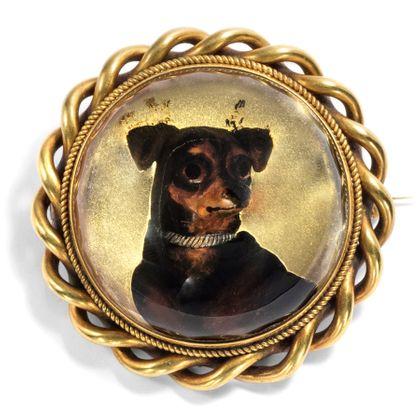 (K)ein Hundeleben - Viktorianischer Essex Crystal eines Terriers als Brosche & Anhänger, England um 1870. Photo © 2018 Hofer Antikschmuck Berlin