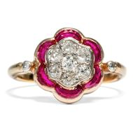 Lieblingsblume - Antiker Diamant- & Rubin-Ring in Roségold, um 1910. Photo © 2018 Hofer Antikschmuck Berlin