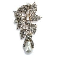 Gaben der Natur - Luxuriöse Diamant-Brosche mit Südseeperle und Diamanten, Porto um 1940. Photo © 2018 Hofer Antikschmuck Berlin