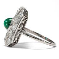 Greetings from Emerald City - Exquisiter Art Déco-Ring mit Smaragd & Diamanten in Platin, um 1930. Photo © 2018 Hofer Antikschmuck Berlin