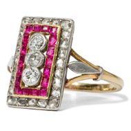 Wie Feuer und Eis - Exzellenter Ring der Belle Époque mit Diamanten & kalibrierten Rubinen, um 1910. Photo © 2018 Hofer Antikschmuck Berlin