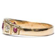 Der Dehli Durbar und seine Folgen - Viktorianischer Gypsy-Ring mit Rubinen & Diamanten in Gelbgold, um 1890. Photo © 2018 Hofer Antikschmuck Berlin