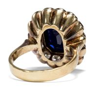 Das Paradies der Damen - Antiker Ring mit 4,60 ct Saphir & Diamanten, Berlin um 1900. Photo © 2018 Hofer Antikschmuck Berlin
