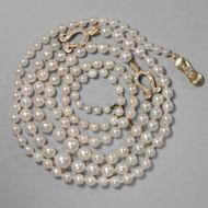 Très Chic - Besonders qualitätvolle, lange Perlenkette mit Diamant-Elementen, um 1990. Photo © 2018 Hofer Antikschmuck Berlin