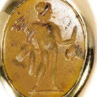 Überbringer der Träume - Massiver moderner Goldring mit antiker römischer Merkur-Gemme. Photo © 2018 Hofer Antikschmuck Berlin