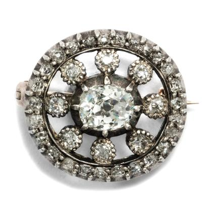 Adel verpflichtet - Wundervolle Diamant-Brosche des Klassizismus, um 1820. Photo © 2018 Hofer Antikschmuck Berlin