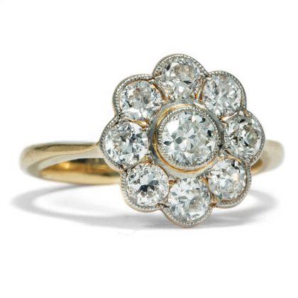 White Daisy - Zauberhafter Blüten-Ring mit Diamanten in Gold & Platin, um 1910. Photo © 2018 Hofer Antikschmuck Berlin