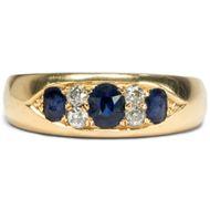 Treueschwur aus Edelsteinen - Massiver Gypsy-Ring mit Saphir & Diamanten, England um 1910. Photo © 2019 Hofer Antikschmuck Berlin