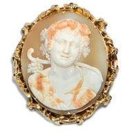 Der Gott der Natur und des Waldes - Museale Muschelgemme des Gottes Pan als Brosche in Gold, um 1840. Photo © 2018 Hofer Antikschmuck Berlin