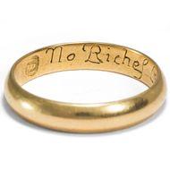 """""""No Riches like Content"""" - Antiker englischer """"Posy""""-Ring des 18. Jahrhunderts aus Gold mit romantischer Gravur. Photo © 2018 Hofer Antikschmuck Berlin"""