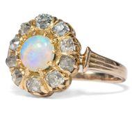 Alle deine Farben - Prachtvoller Goldring mit Opal & Diamanten, um 1875 . Photo © 2018 Hofer Antikschmuck Berlin