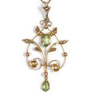 Antiker Anhänger aus Gold, Perlen & Peridot, mit Kette, Victorian Pendant
