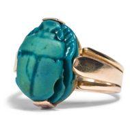 3500 Jahre Geschichte - Wunderbarer Ring aus Gold mit altägyptischen Fayence Skarabäus, um 1930. Photo © 2018 Hofer Antikschmuck Berlin