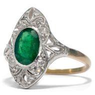 Smaragdliebe - Wunderbarer Smaragd-Ring mit Diamanten des Art Déco, 1920er Jahre. Photo © 2019 Hofer Antikschmuck Berlin