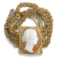 Um 1840: Antike Portrait Gemme Queen Victoria in Gold, Armband Kamee Cameo