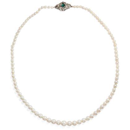 Dōmo arigatō - Qualitätvolle Perlenkette des Art Déco mit Schließe aus Smaragd, Diamanten & Platin, um 1925. Photo © 2019 Hofer Antikschmuck Berlin