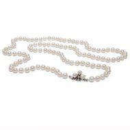 """Aus den Tiefen des Meeres  - Lange """"Opera""""-Perlenkette mit Diamant-Schließe aus Weißgold, um 1970. Photo © 2019 Hofer Antikschmuck Berlin"""