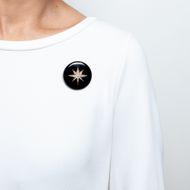 Wie ein Stern in dunkler Nacht - Viktorianische Medaillon-Brosche aus Onyx, Gold & Perlen, datiert 1885. Photo © 2019 Hofer Antikschmuck Berlin