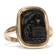Um 1800: Trauer RING des Klassizismus mit graviertem Onyx in Gold, mourning Ring