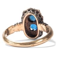 Deine blauen Augen... - Ungewöhnlicher Ring mit blauen Steinen & Diamantrosen in Gold, um 1880. Photo © 2019 Hofer Antikschmuck Berlin