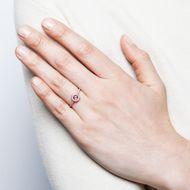 La Vie en Rose - Moderner Halbmemory-Ring mit pinkem Saphir & Diamanten in Roségold, Italien 2018. Photo © 2019 Hofer Antikschmuck Berlin