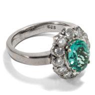 My Lady Greensleeves - Erstklassiger vintage Ring mit grünem Turmalin & Diamanten, um 1965. Photo © 2019 Hofer Antikschmuck Berlin