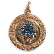 Glückliche Erinnerungen - Medaillon-Anhänger aus Gold mit Kleeblatt aus Saphiren & Diamanten, um 1895. Photo © 2018 Hofer Antikschmuck Berlin