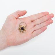 Ein Liebesschloss - Witziger Medaillon-Anhänger aus Gold, Granat & Perlen, um 1840. Photo © 2019 Hofer Antikschmuck Berlin