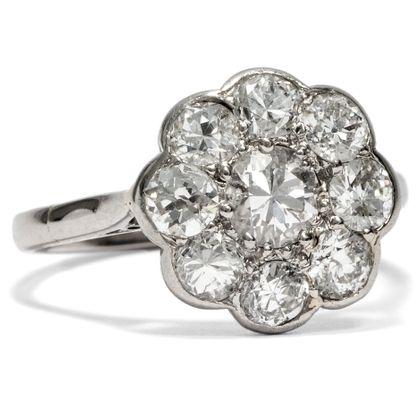 Blütentraum - Atemberaubender Blüten-Ring mit ca. 1,52 ct Diamanten in Platin, um 1930. Photo © 2019 Hofer Antikschmuck Berlin