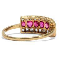 Sieben mal Liebe - Eleganter antiker Rubin- & Diamant-Ring in Gold & Platin, um1910. Photo © 2019 Hofer Antikschmuck Berlin