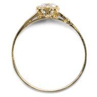 Herzenssache in Gelbgold - Feiner Gelbgold-Ring mit antikem 0,637 ct Brillant aus unserer Werkstatt. Photo © 2019 Hofer Antikschmuck Berlin