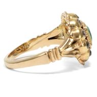 Der Traum von alten Zeiten - Prachtvoller Goldring mit Smaragd und Diamanten, Historismus um 1880. Photo © 2019 Hofer Antikschmuck Berlin