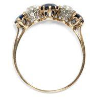 Stand by Me - Antiker, englischer Goldring mit Saphiren & Diamanten, Edwardian um 1910. Photo © 2019 Hofer Antikschmuck Berlin