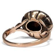 Weiße Rosen - Antiker Entourage-Ring mit Diamantrosen, letztes Drittel des 18. Jh.. Photo © 2019 Hofer Antikschmuck Berlin