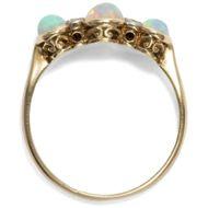 Glücksfunde - Antiker Opal & Diamant Ring in Gold, Großbritannien um 1910. Photo © 2019 Hofer Antikschmuck Berlin