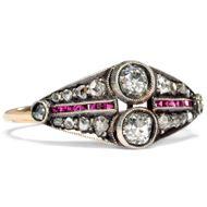 Sommerhitze - Winterstürme - Eleganter Ring mit Diamanten und kalibrierten Rubinen in Gold & Silber, Moskau um 1930. Photo © 2019 Hofer Antikschmuck Berlin