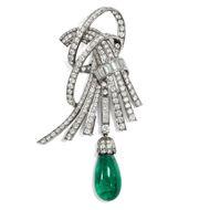 Vintage Art Déco Brosche um 1950: 13,7 ct Smaragd, 7,47 ct Diamanten, Platin